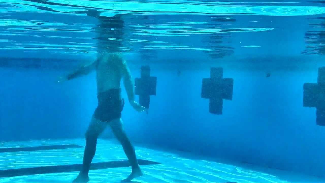 Nadar es bueno para aliviar el dolor de espalda