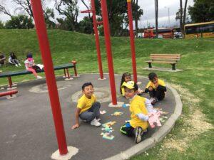 Niños jugando en Parque Sauzalito