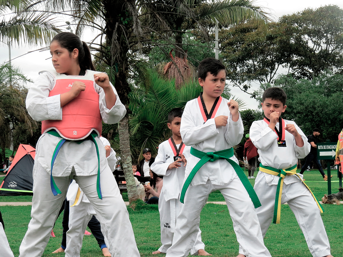 Niños en clases de taekwondo Parque Sauzalito